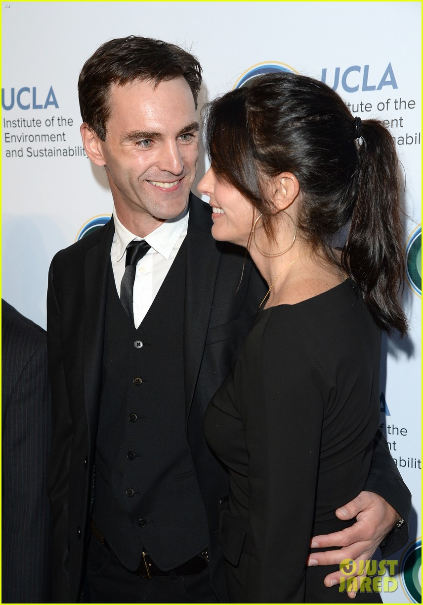 courteney cox boyfriend johnny mcdaid look so in love 043076807
