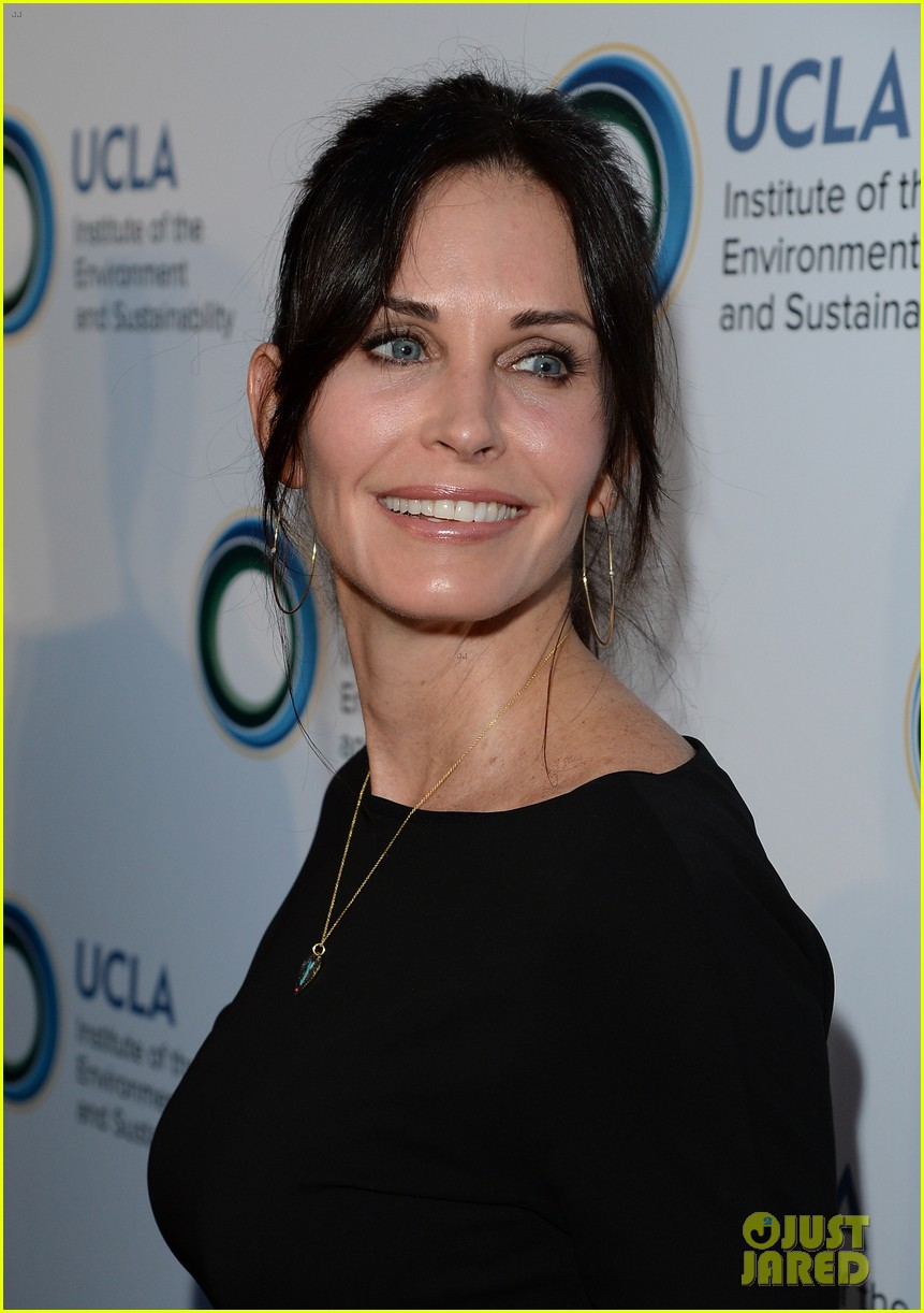 courteney cox boyfriend johnny mcdaid look so in love 073076810