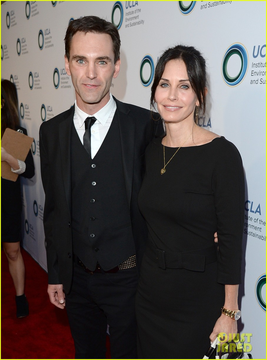 courteney cox boyfriend johnny mcdaid look so in love 083076811
