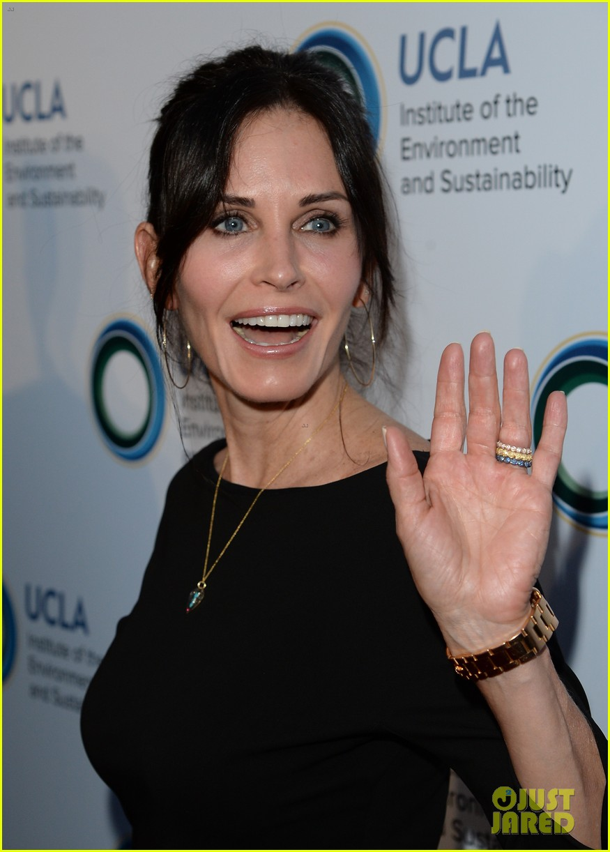 courteney cox boyfriend johnny mcdaid look so in love 113076814