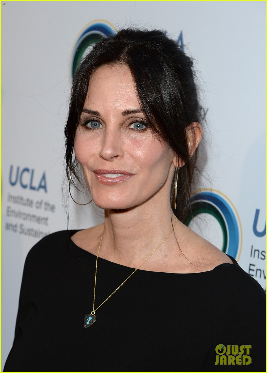 courteney cox boyfriend johnny mcdaid look so in love 153076818