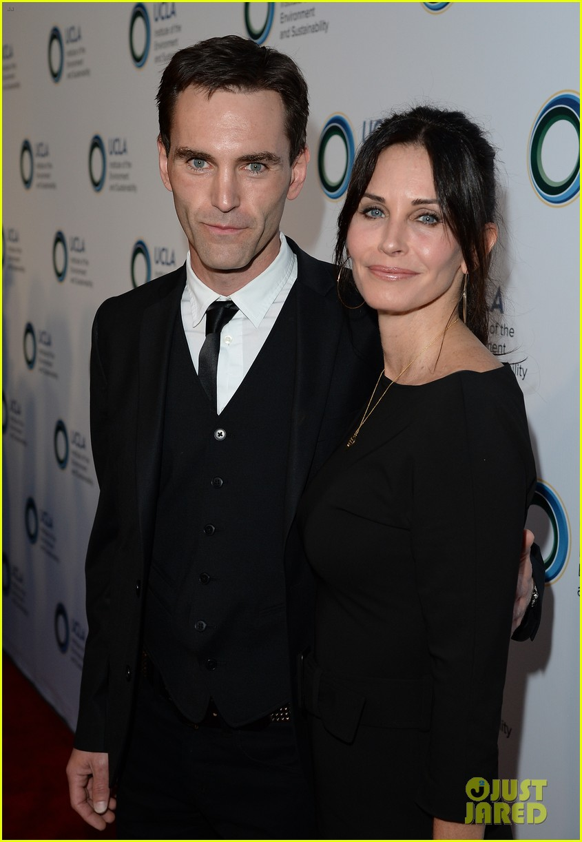 courteney cox boyfriend johnny mcdaid look so in love 173076820