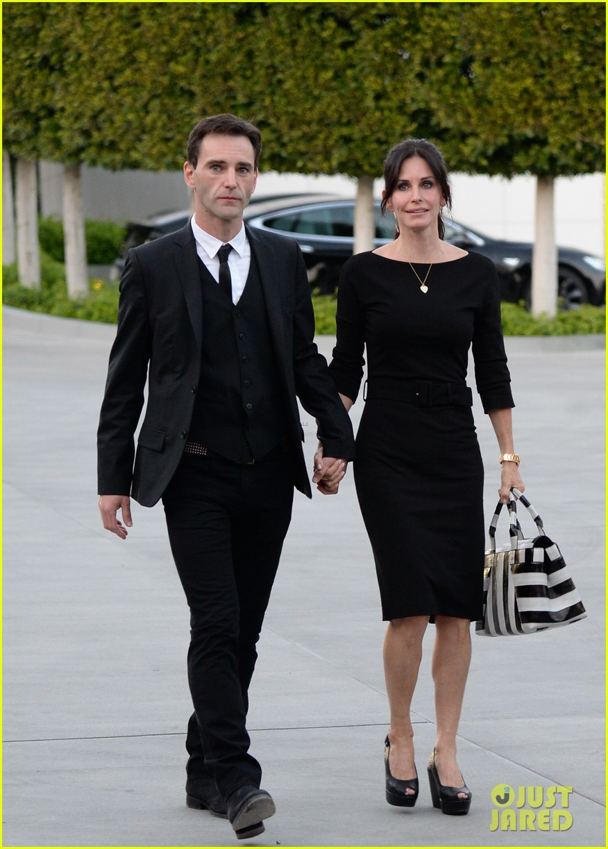 courteney cox boyfriend johnny mcdaid look so in love 183076821