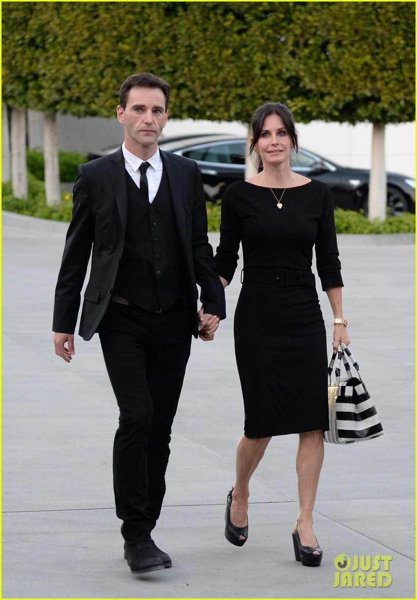 courteney cox boyfriend johnny mcdaid look so in love 223076825