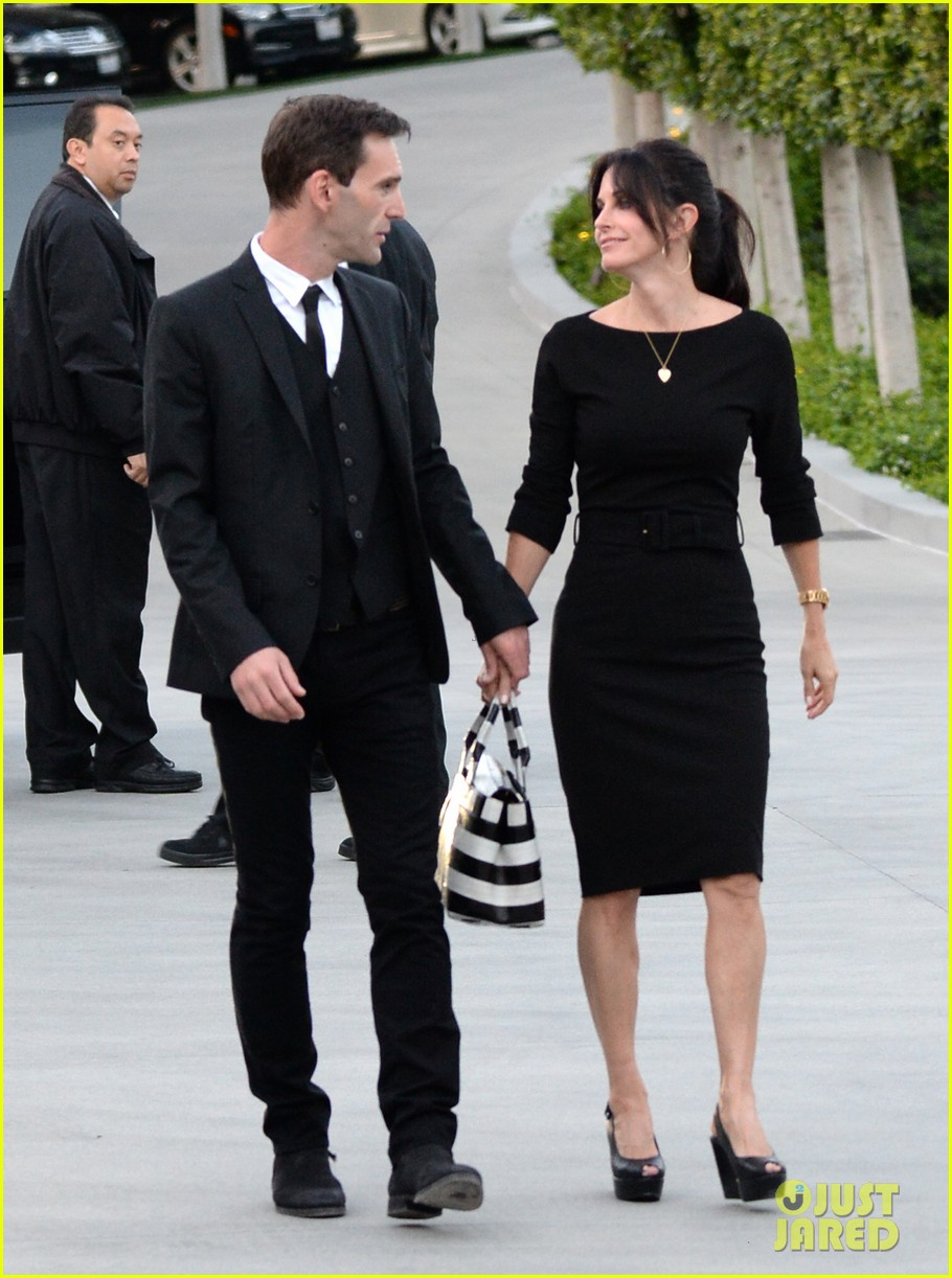 courteney cox boyfriend johnny mcdaid look so in love 243076827