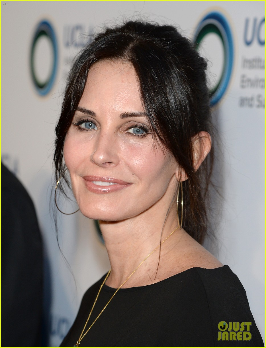 courteney cox boyfriend johnny mcdaid look so in love 303076833
