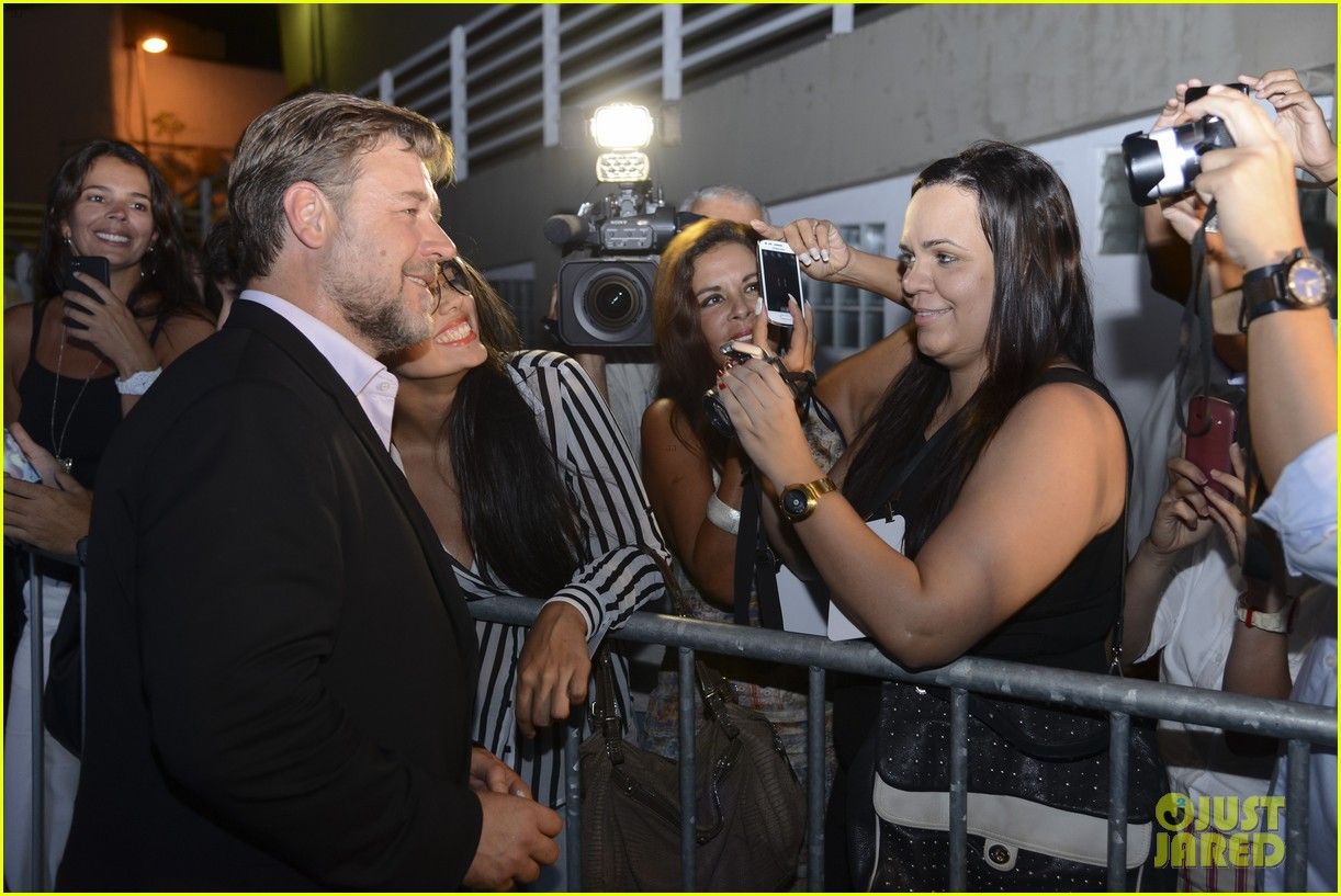 russell crowe giuliana rancic most awkward interview ever 113075805