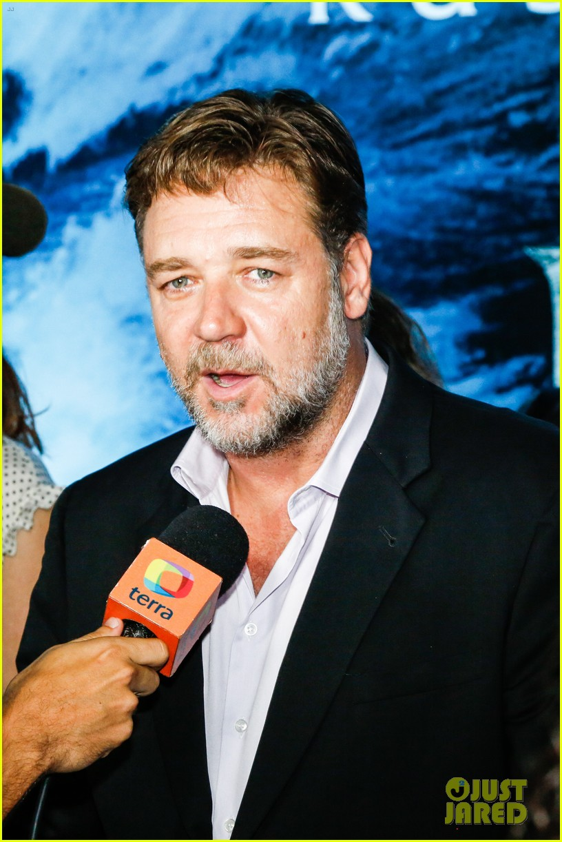 russell crowe opens up about his meeting with pope francis 023076900