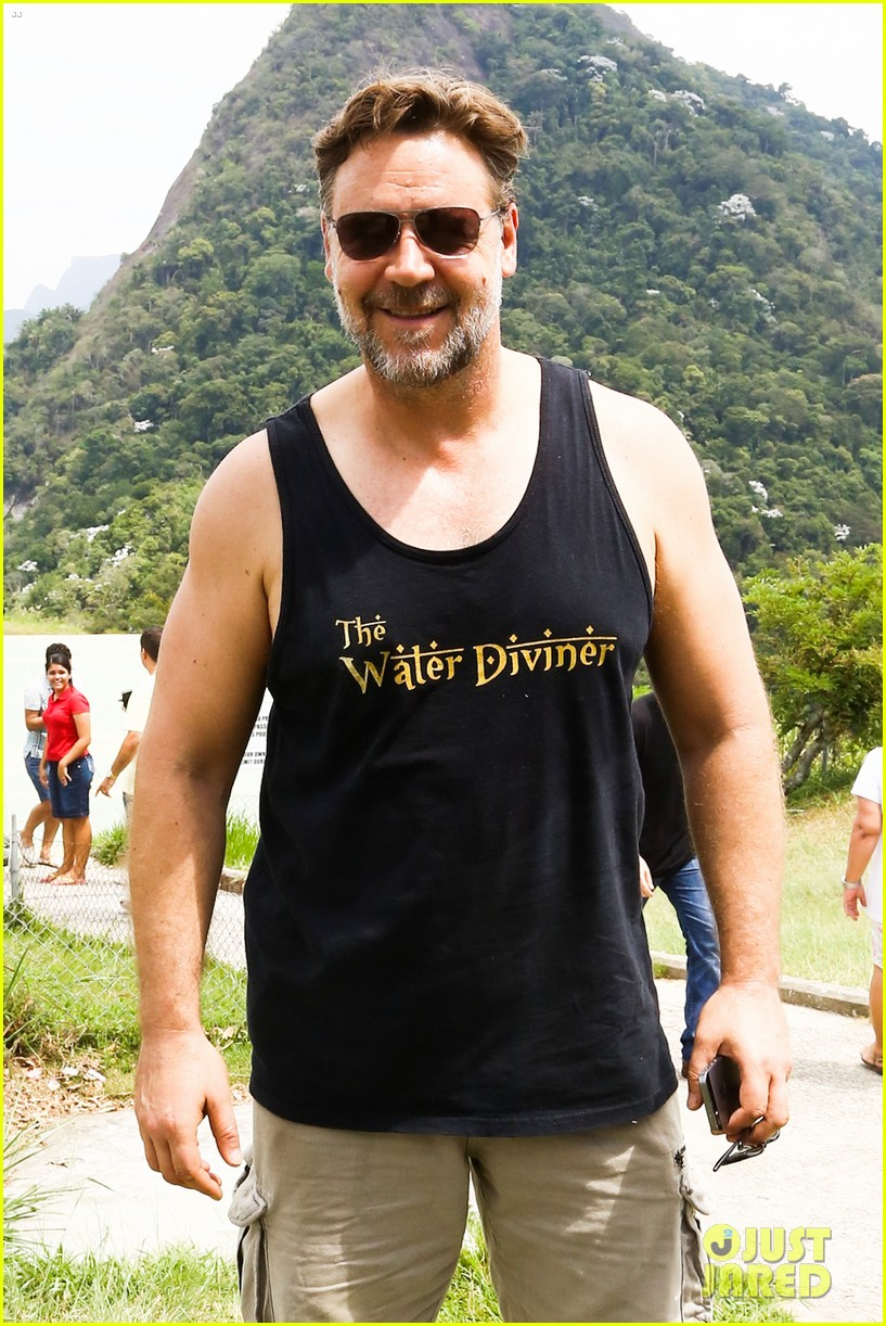 russell crowe opens up about his meeting with pope francis 04
