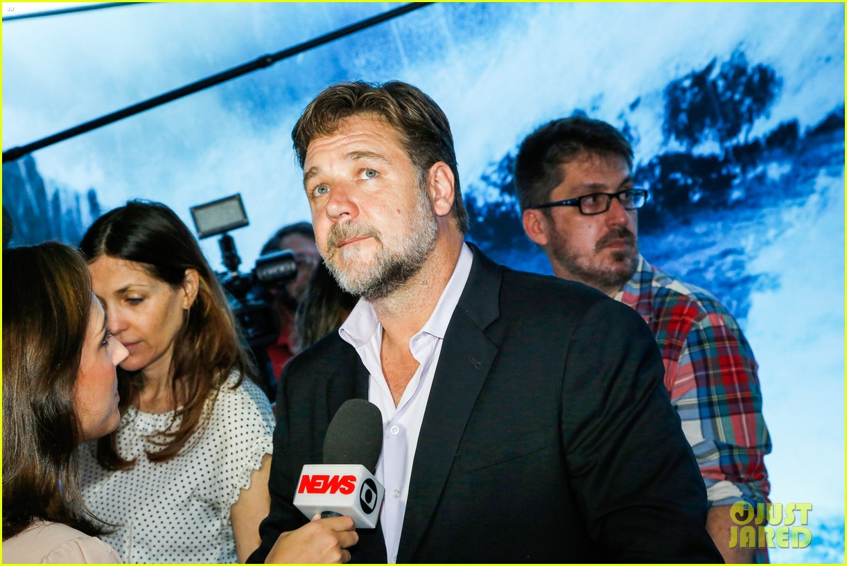 russell crowe opens up about his meeting with pope francis 123076910