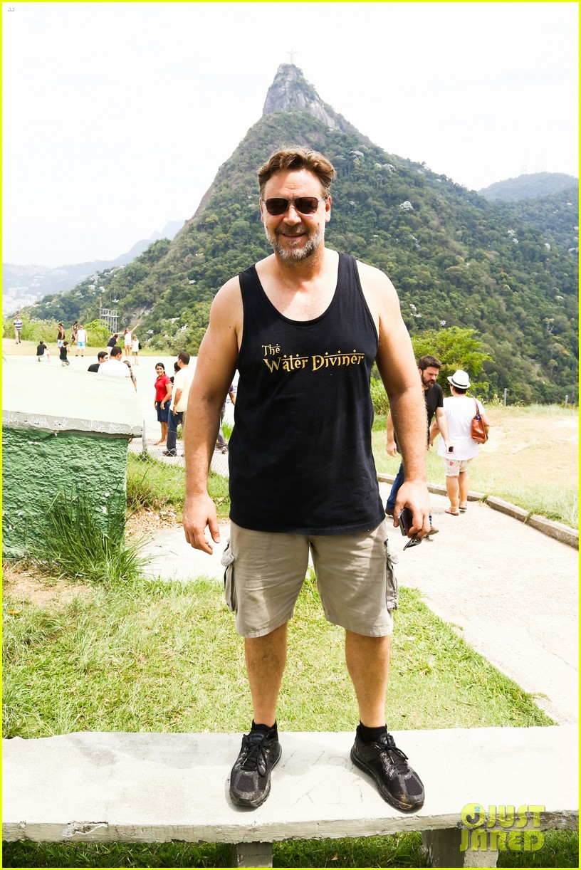 russell crowe opens up about his meeting with pope francis 193076917