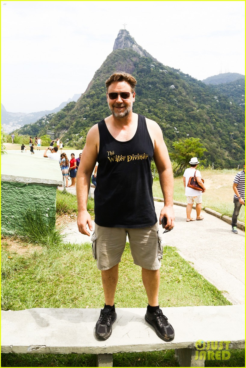 russell crowe opens up about his meeting with pope francis 223076920