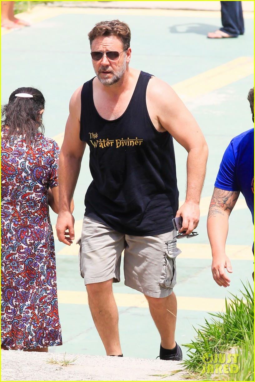 russell crowe opens up about his meeting with pope francis 233076921