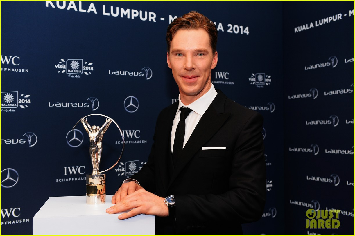 benedict cumberbatch looks mighty fine hosting sports award show 093078881