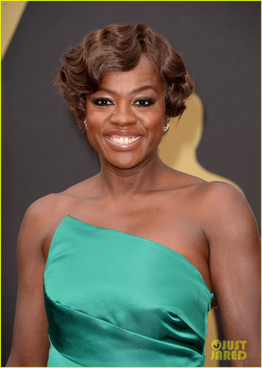 viola davis oscars 2014 red carpet with husband julius tennon 05