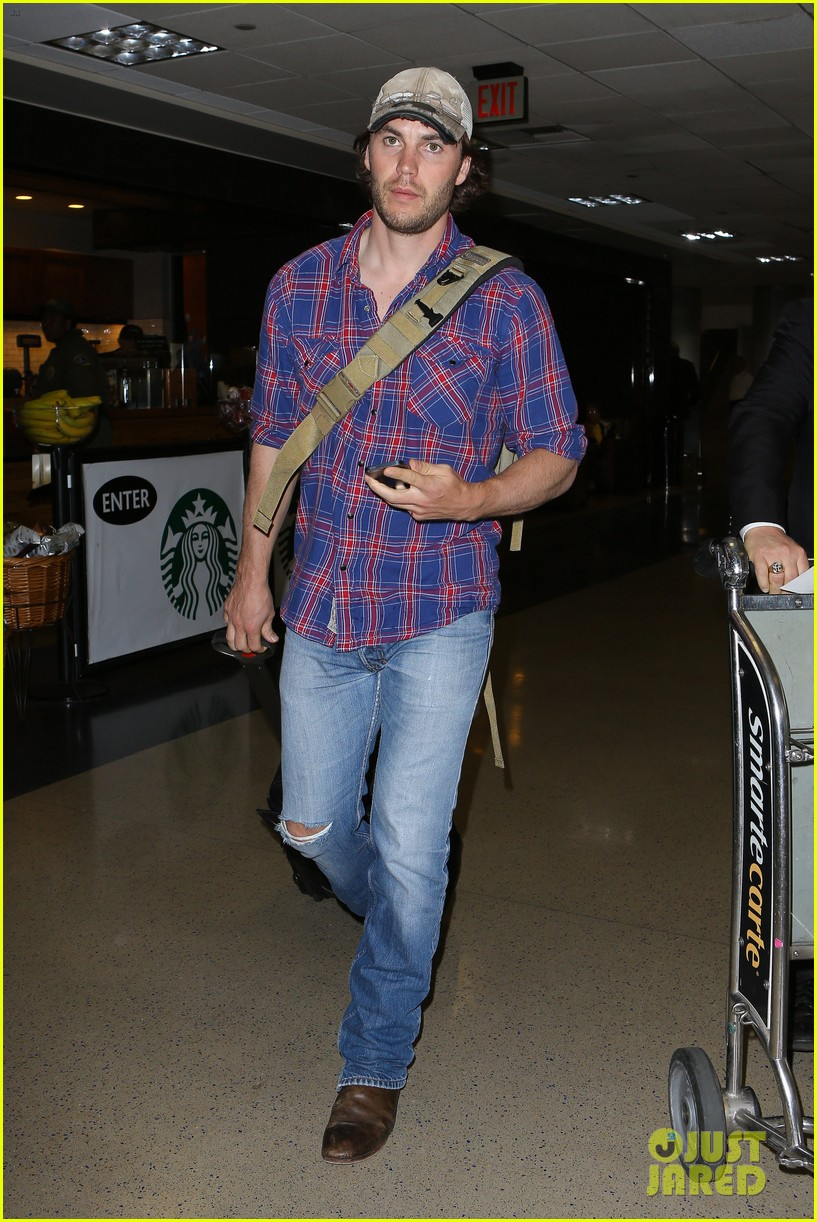brooklyn decker taylor kitsch battleship reunion lax 023073634