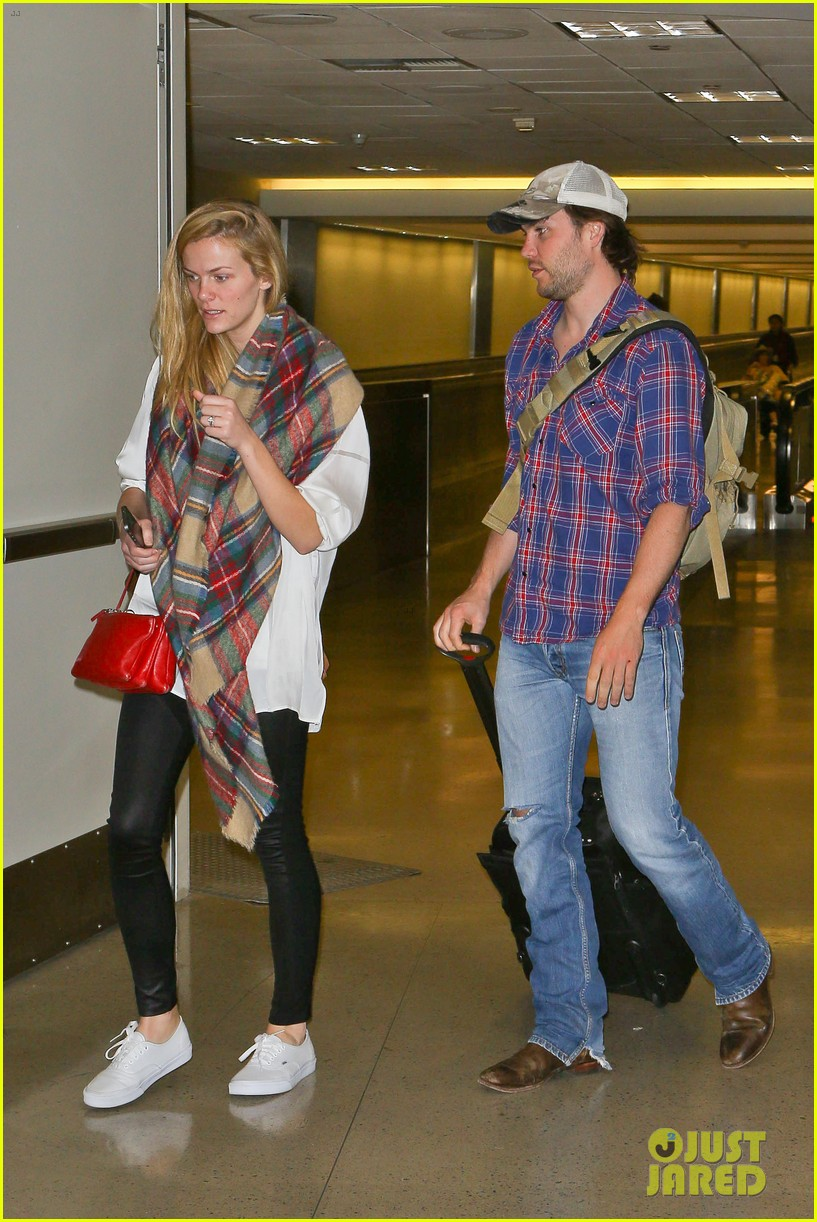 brooklyn decker taylor kitsch battleship reunion lax 033073635