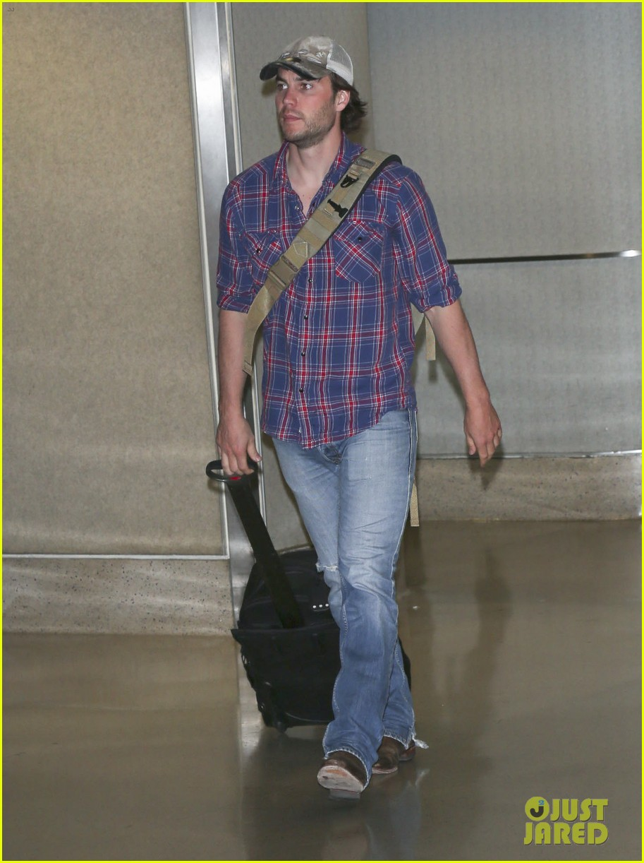 brooklyn decker taylor kitsch battleship reunion lax 26