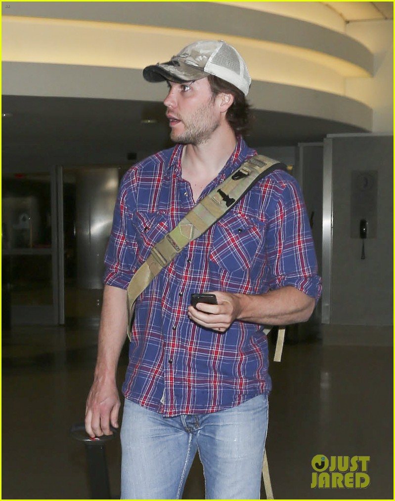 brooklyn decker taylor kitsch battleship reunion lax 283073660