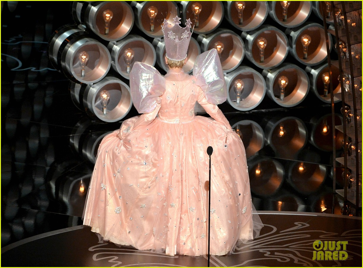ellen degeneres is wizard of ozs glinda at oscars 2014 video 033064231