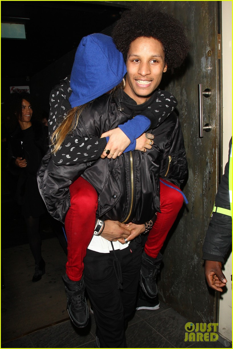 cara delevingne gets a piggy back from beyonces dancer 03