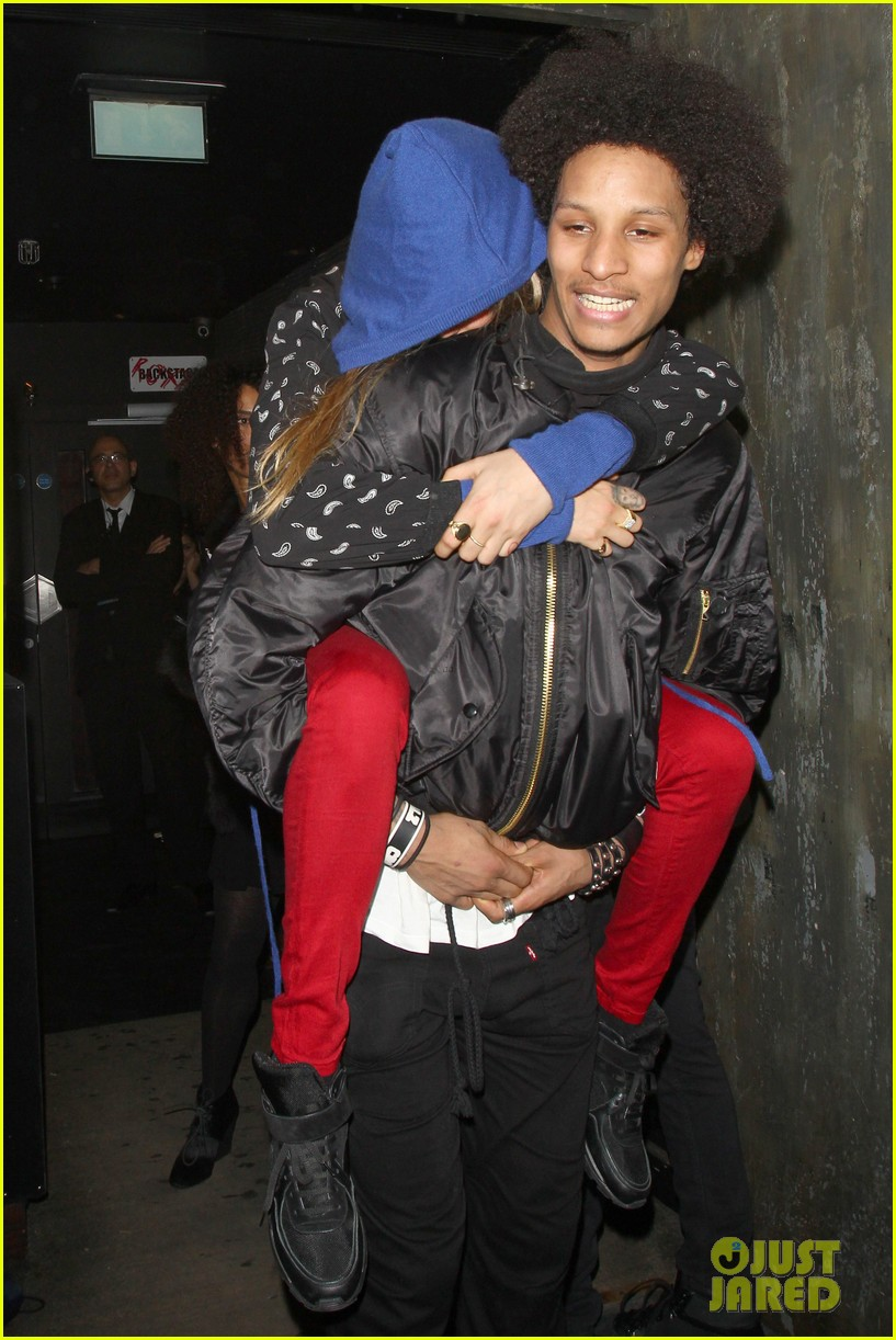 cara delevingne gets a piggy back from beyonces dancer 083066848