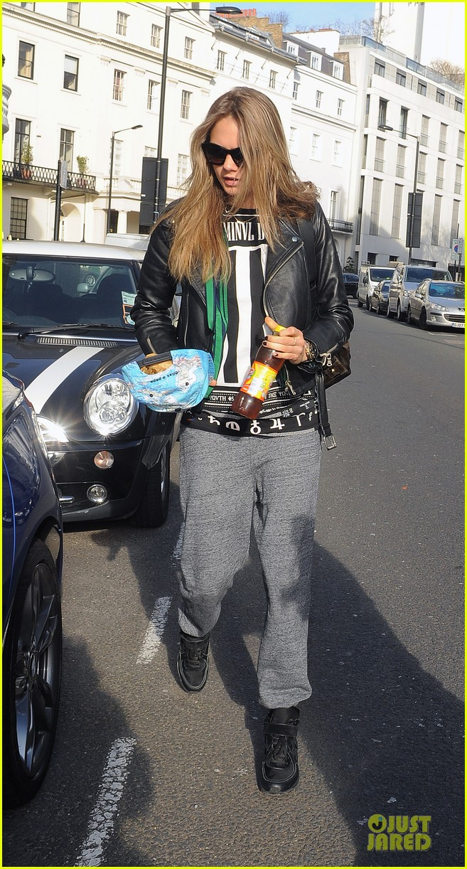 cara delevingne support sport relief 053073443