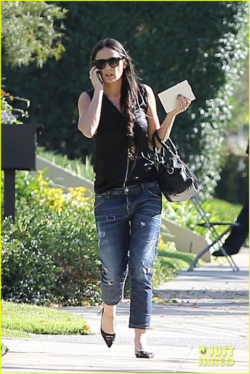 demi moore birthday party boyfriend jeans 093072792