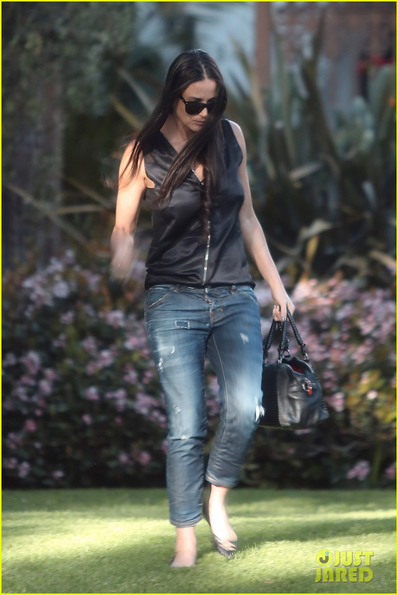 demi moore birthday party boyfriend jeans 113072794