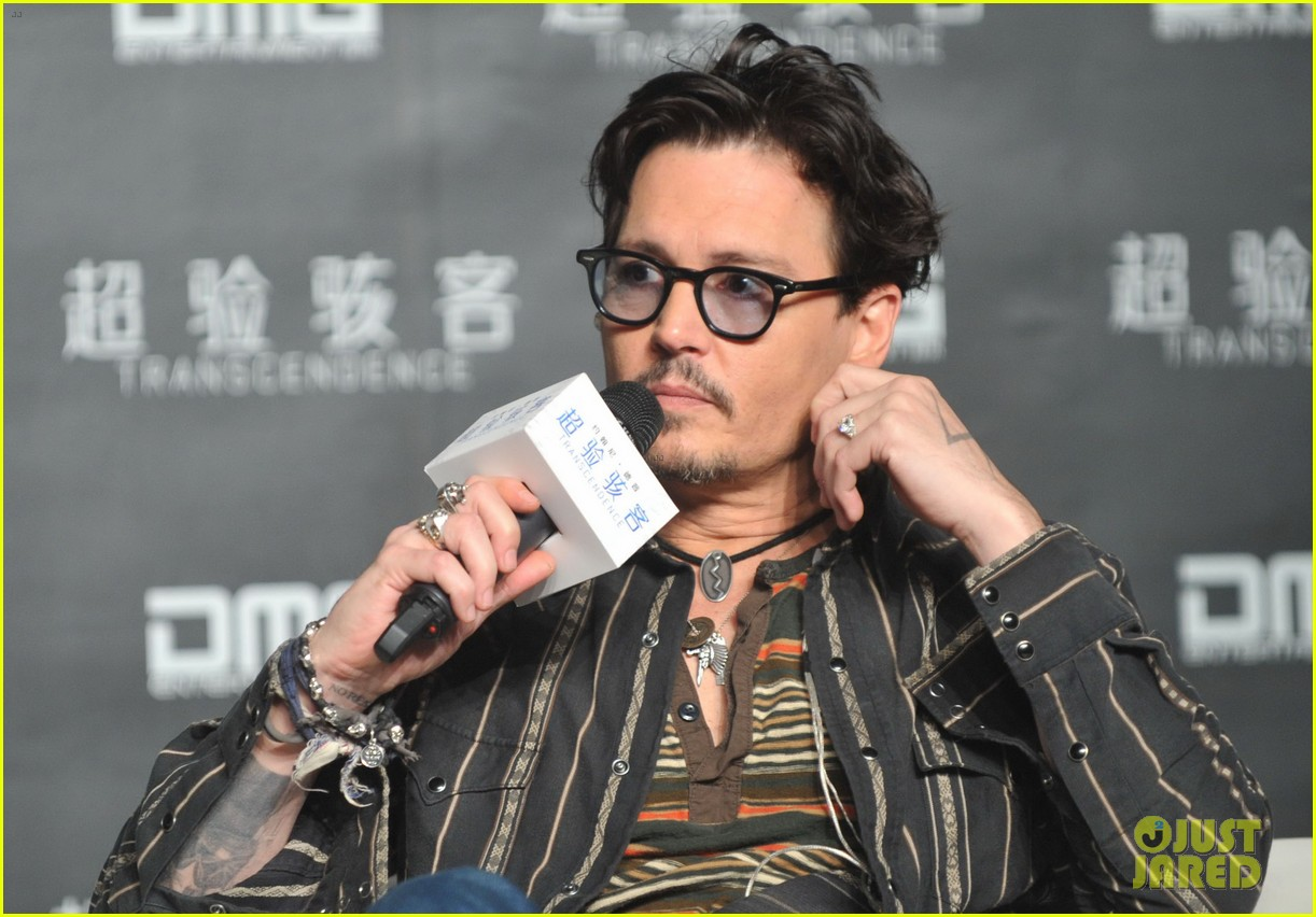 johnny depp confirms engagement chick ring 023082190