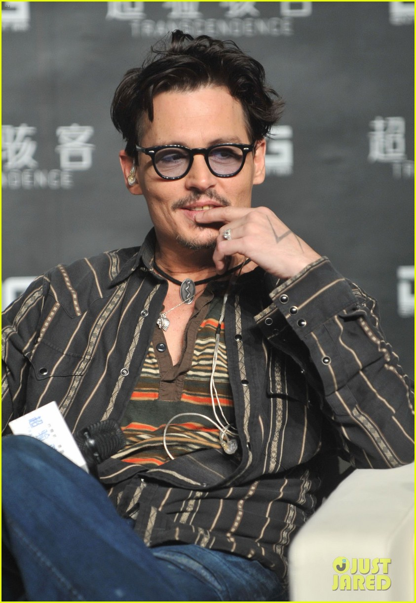 johnny depp confirms engagement chick ring 063082194
