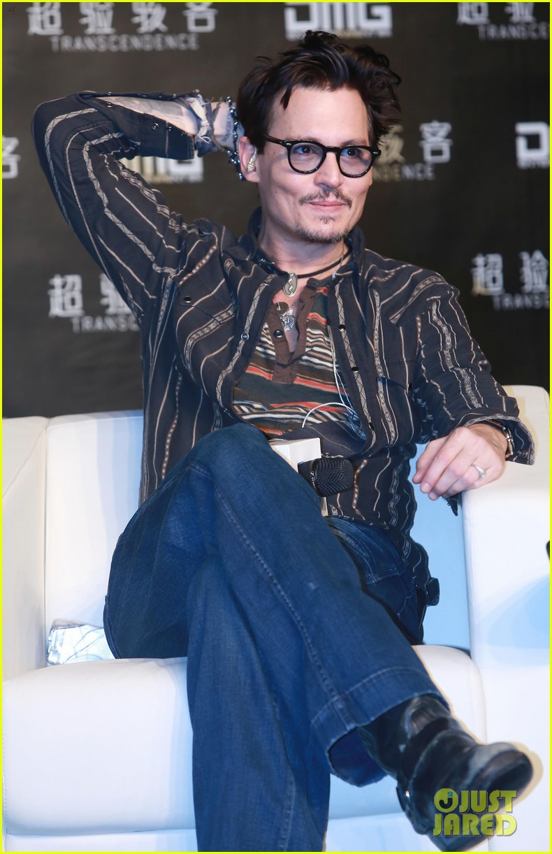 johnny depp confirms engagement chick ring 113082199
