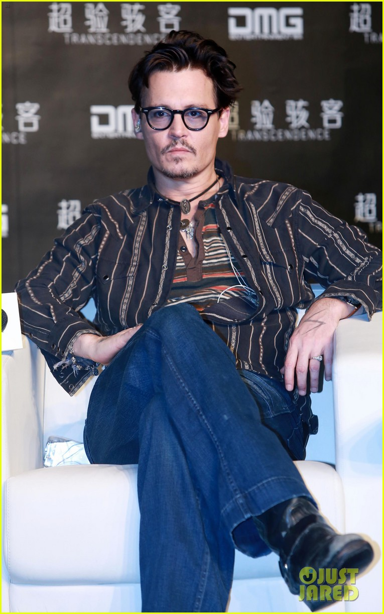 johnny depp confirms engagement chick ring 133082201