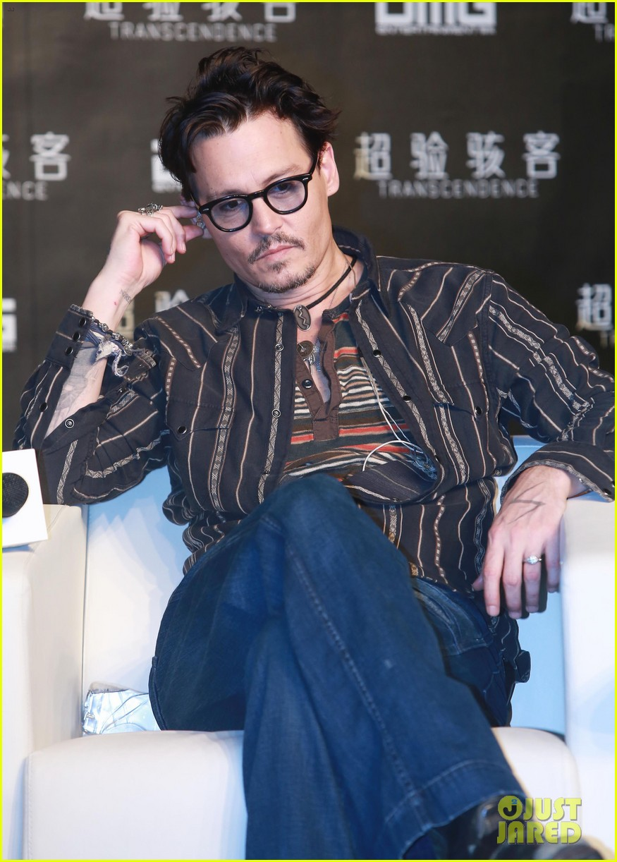 johnny depp confirms engagement chick ring 163082204