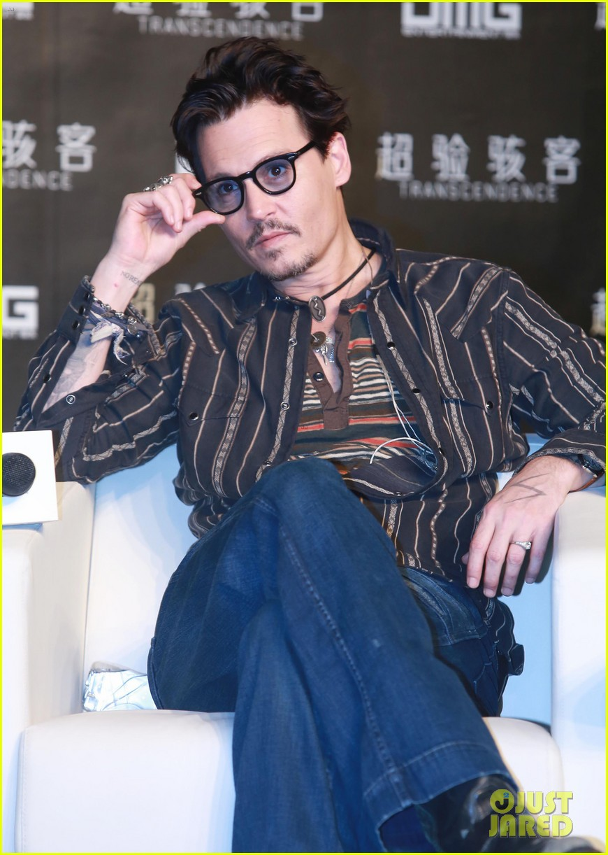 johnny depp confirms engagement chick ring 173082205