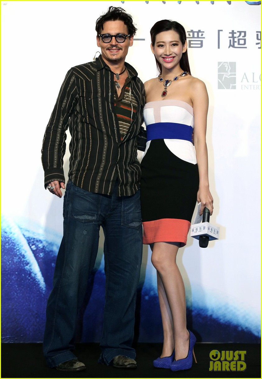 johnny depp confirms engagement chick ring 203082208