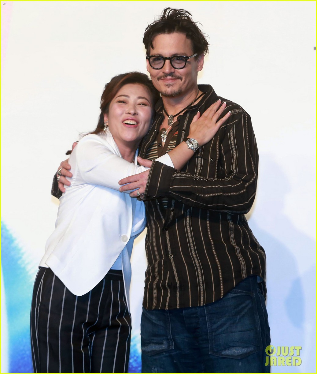 johnny depp confirms engagement chick ring 21