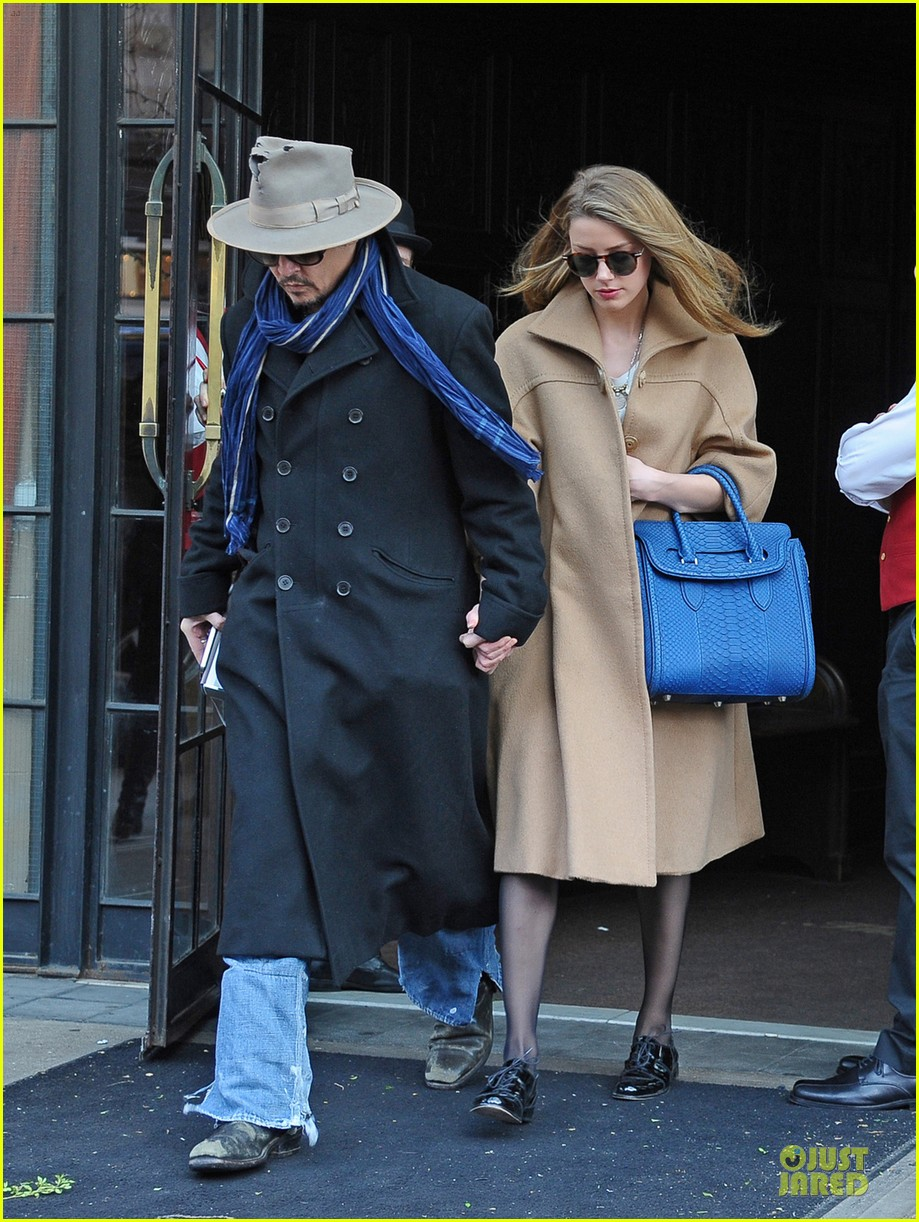 johnny depp amber heard hold on tight in nyc 033076595