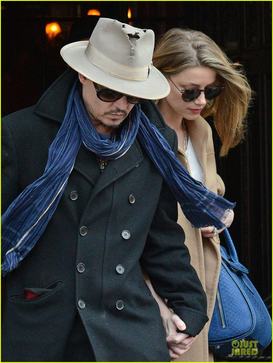 johnny depp amber heard hold on tight in nyc 043076596