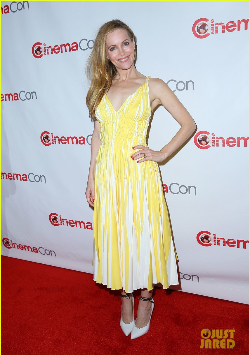 cameron diaz leslie mann let no other woman between them at cinemacon 163079822