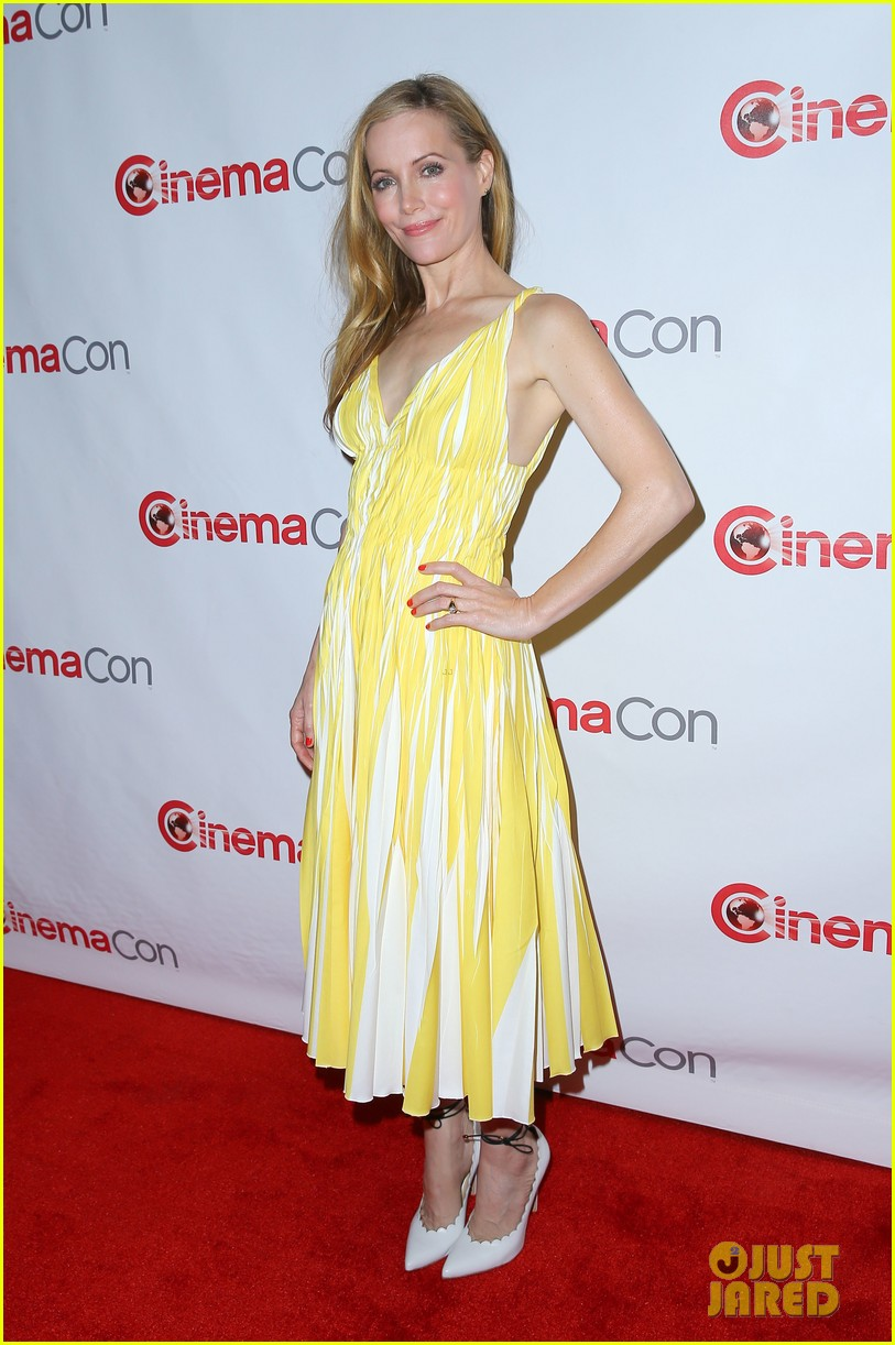 cameron diaz leslie mann let no other woman between them at cinemacon 173079823