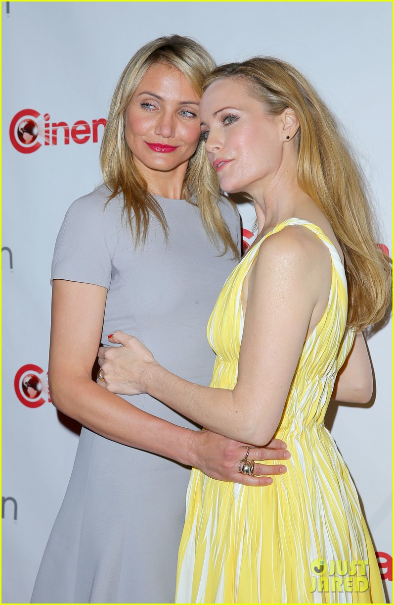 cameron diaz leslie mann let no other woman between them at cinemacon 193079825