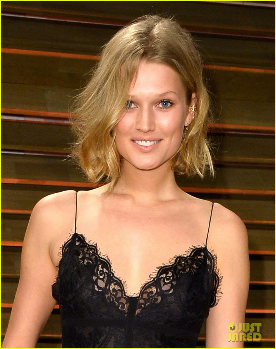 leonardo dicaprios girlfriend toni garrn joins him for oscars after party 063064868