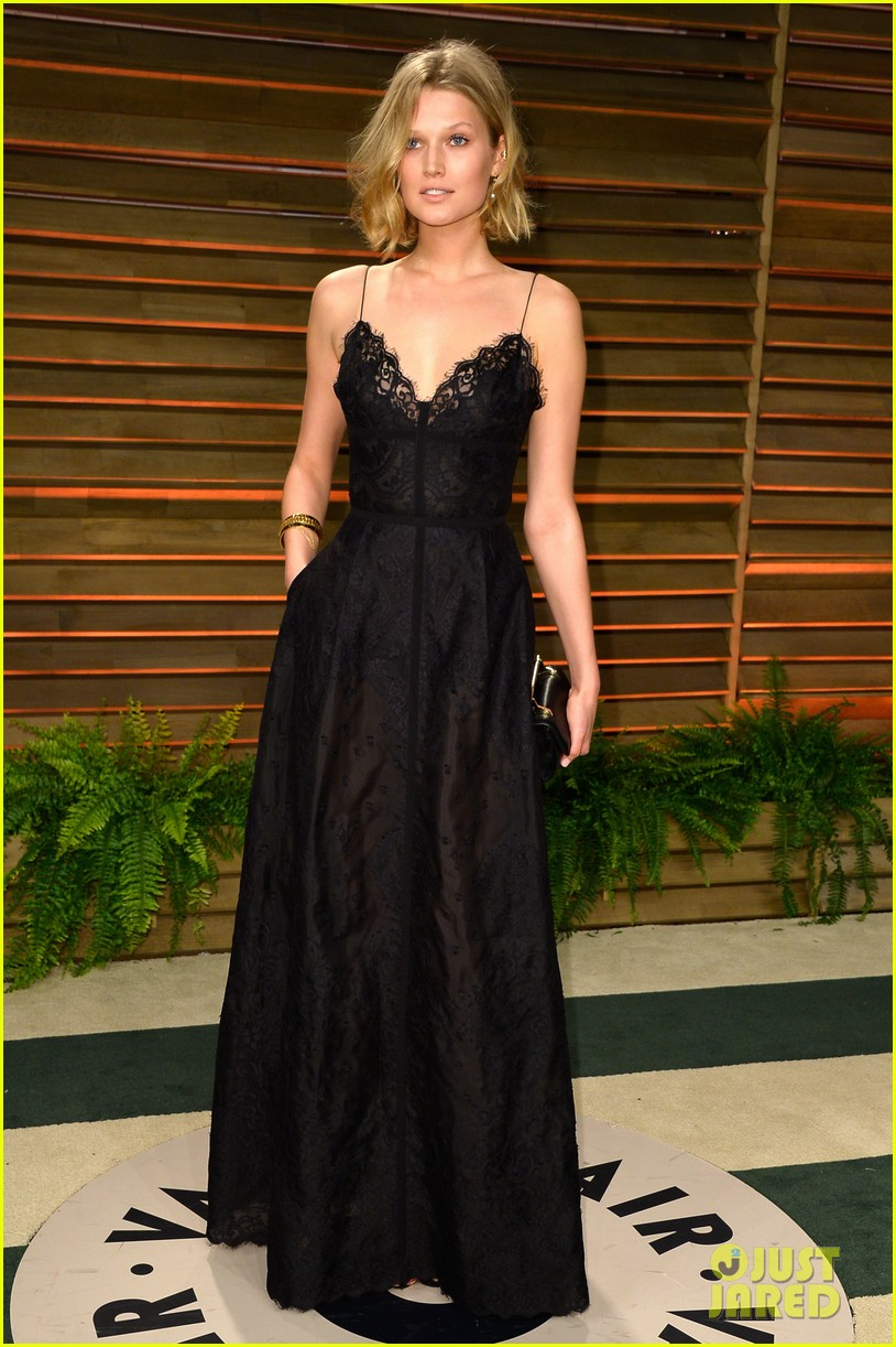 leonardo dicaprios girlfriend toni garrn joins him for oscars after party 083064870