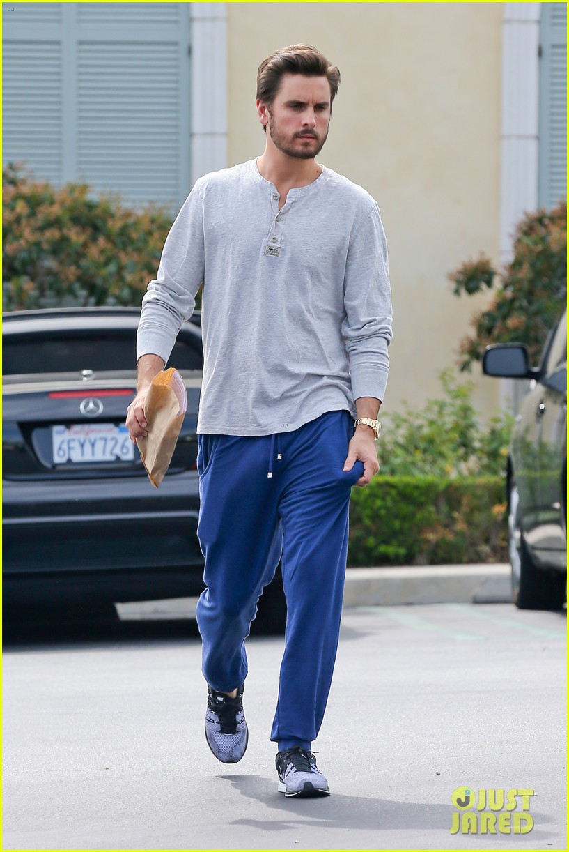 scott disick leaves little to the imagination 05