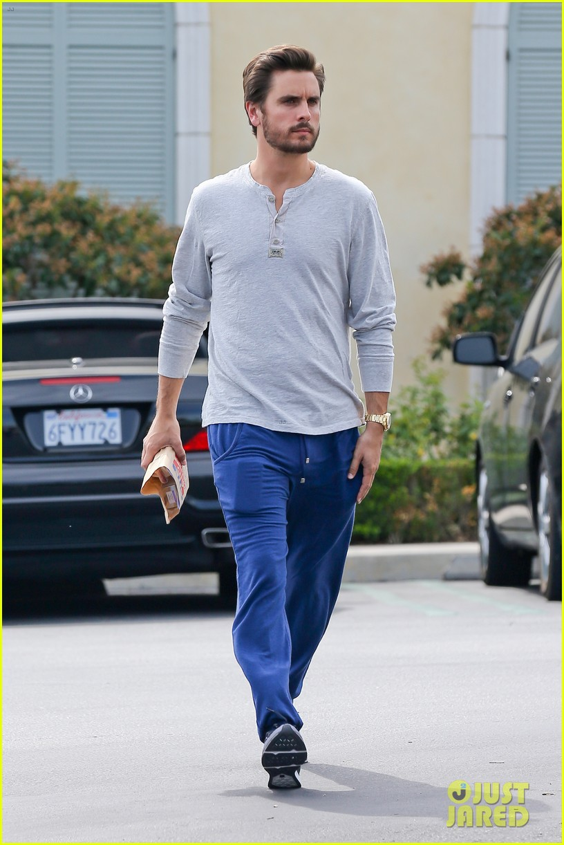 scott disick leaves little to the imagination 073077273