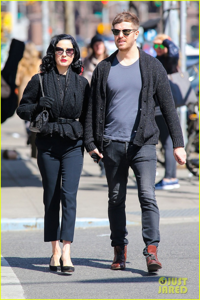 dita von teese holds hands with mystery man nyc 013072951