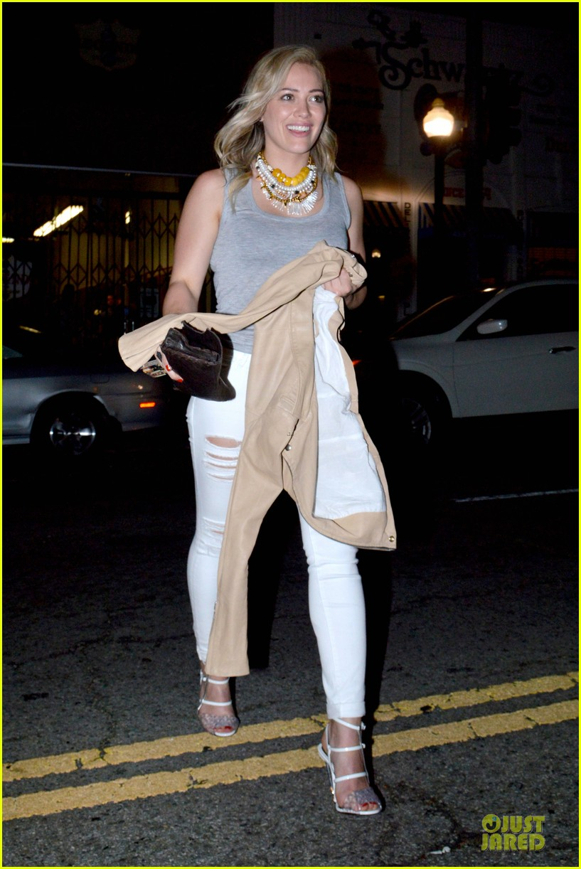 hilary duff let loose with gal pals friday night 053081114