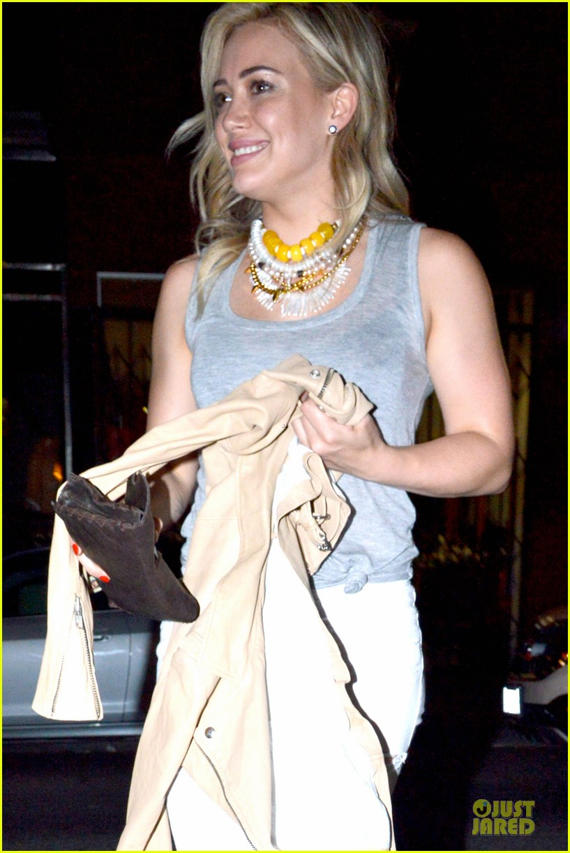 hilary duff let loose with gal pals friday night 103081119