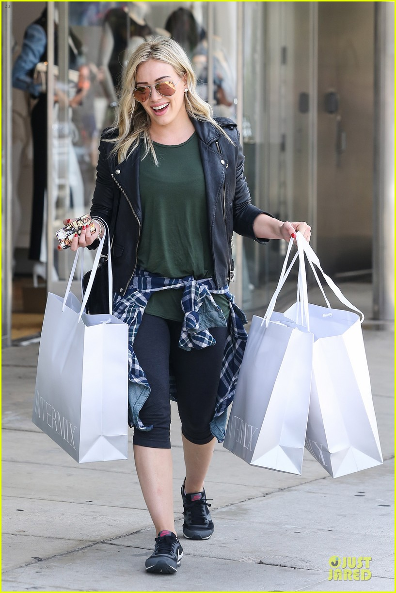 hilary duff brings music with record deal 013080732